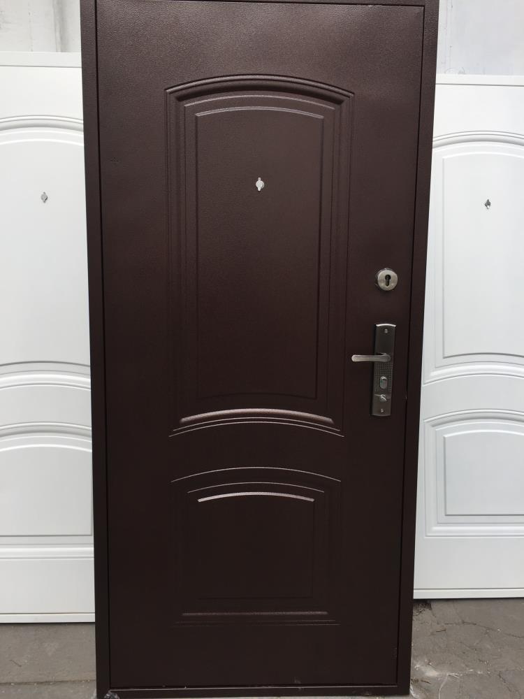 Barna színű műanyag bejárati ajtó